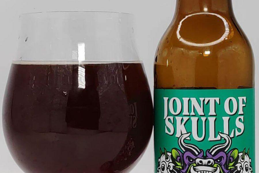 Joint Of Skulls Scottish Ale with Oak Wood Chips z kooperacji Browaru AleBrowar i Browaru Labietes (Ryga – Łotwa)